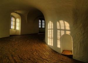 Ja hvad behøver man af indretning, når rummet er så smukt?