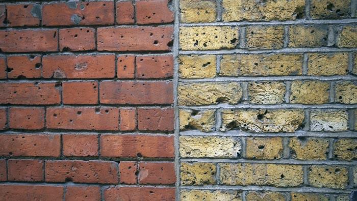 Om at sammenbygge mursten